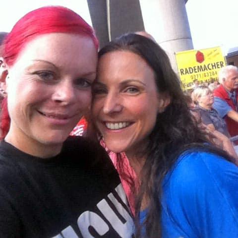 Läuferin Lola und Top Athlet Sabrina Mockenhaupt