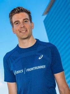 Benjamin von mit Asics Frontrunner T-Shirt