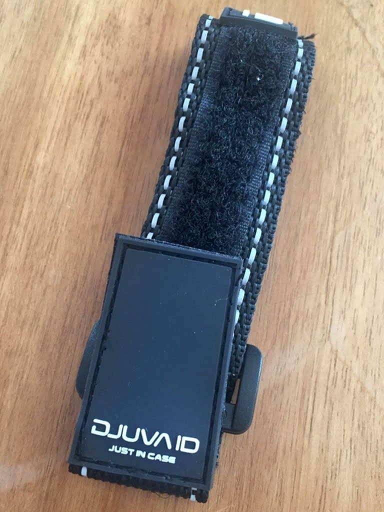 Klettverschluss des ID-Armbands auf der Rückseite