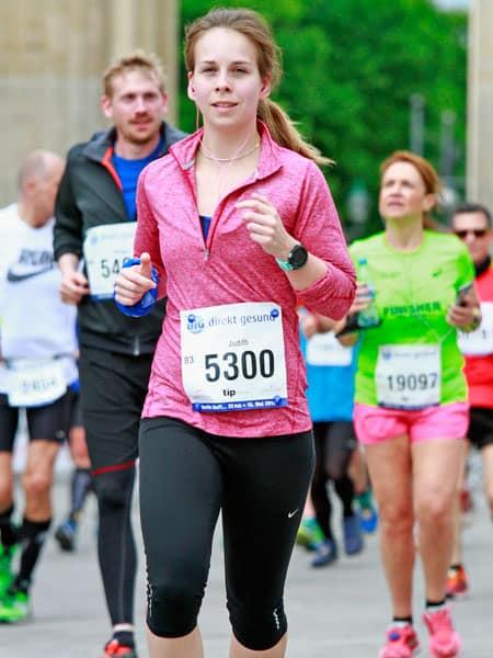 Läuferin Judith bei einem Wettkampf