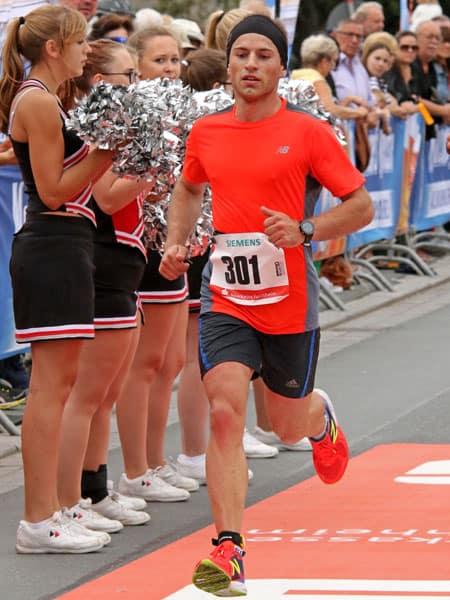 Läufer Michael beim Zieleinlauf
