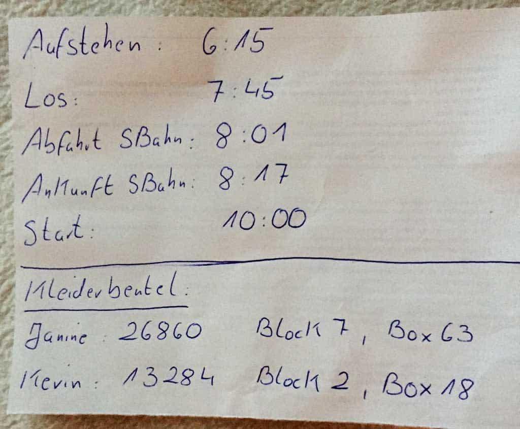 Zettel mit Infos zum Berlin Marathon