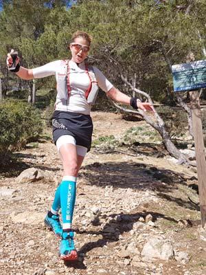 Verena auf einem Trail