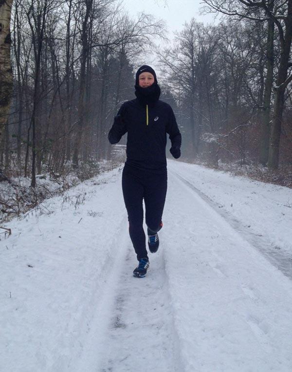 Kevin von runnersflow beim Joggen im Winter