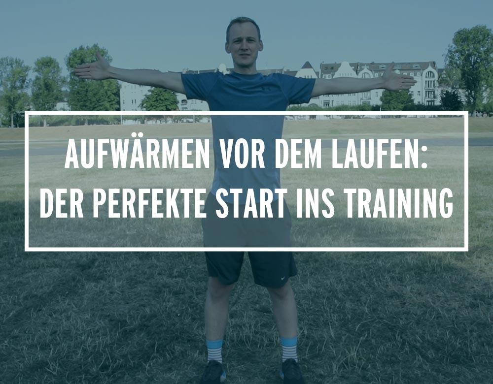 Lauftrainer Kevin zeigt Aufwärmübungen beim Laufen