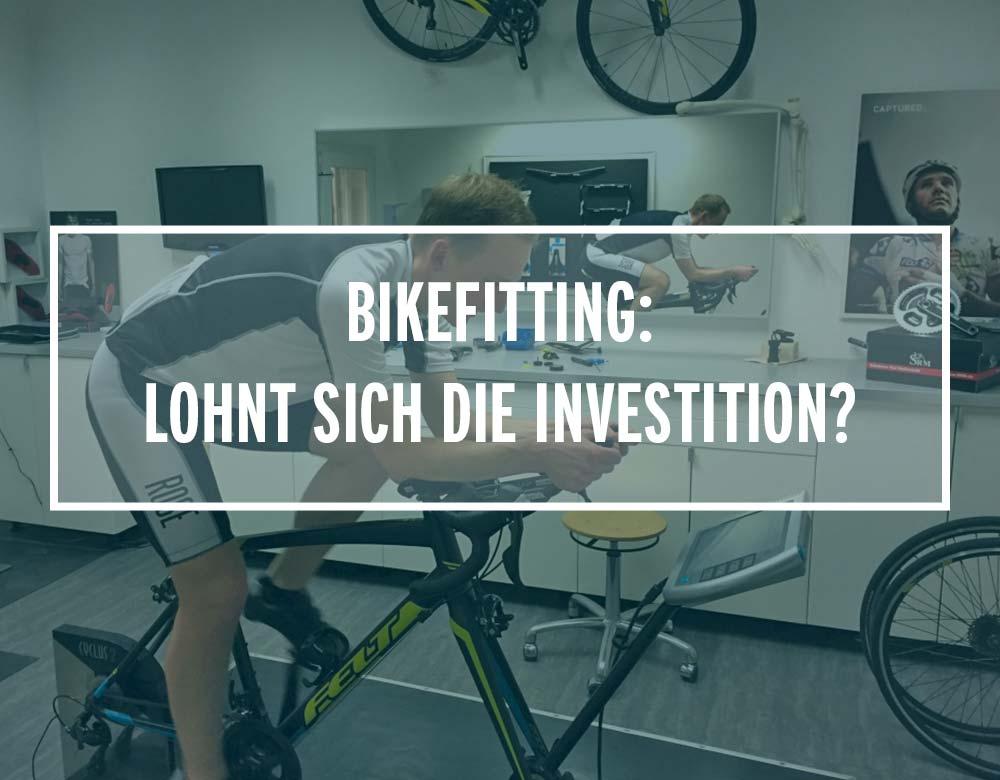 Ein Radsportler beim Bikefitting auf dem fahrrad