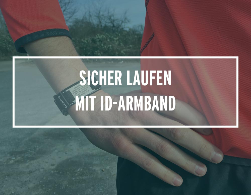 Armband mit Kontaktdaten am Arm