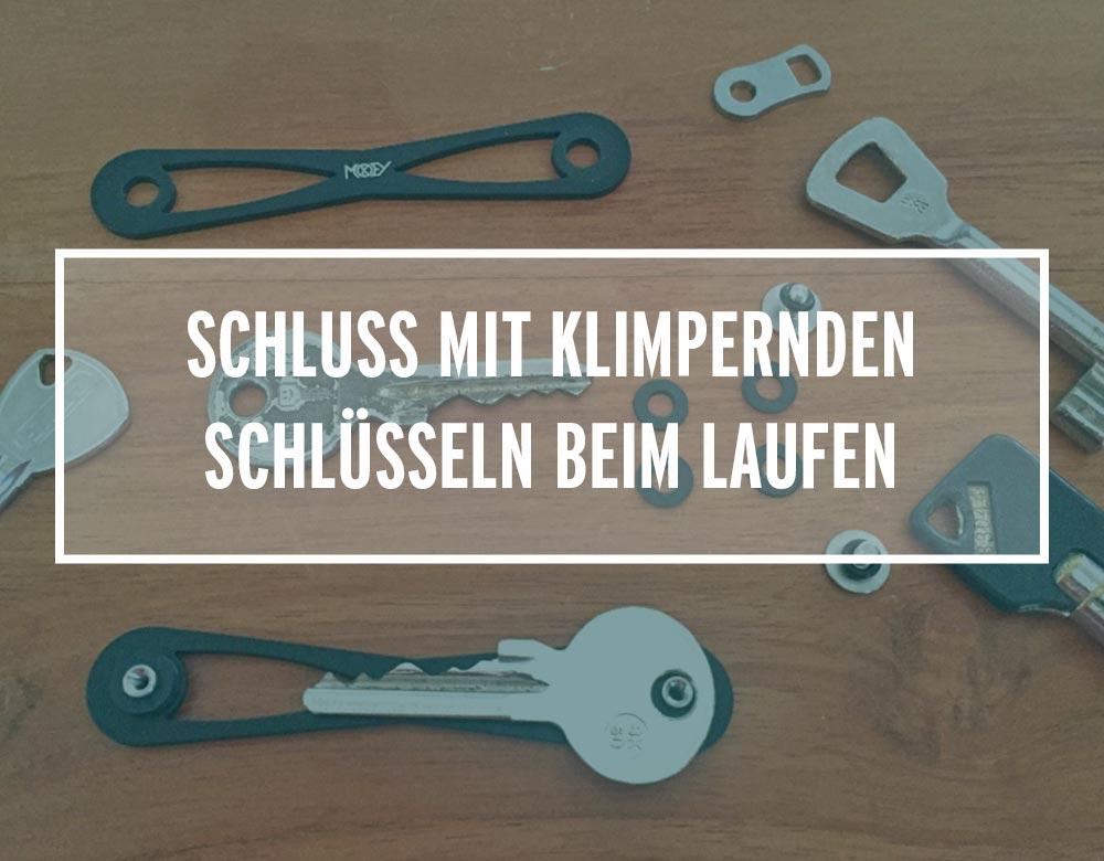 Schlüssel mit Schlüsselbund liegen auf einem Tisch