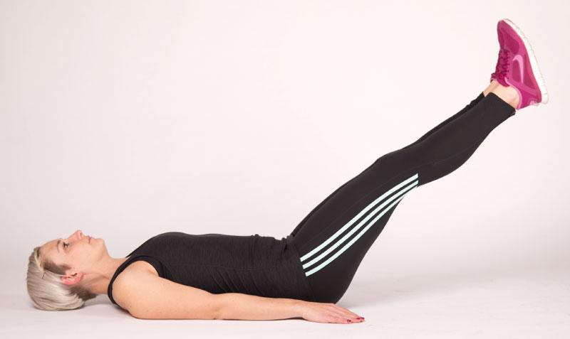 Die Klappbrücke ist eine Stabilisationsübung für den Bauch