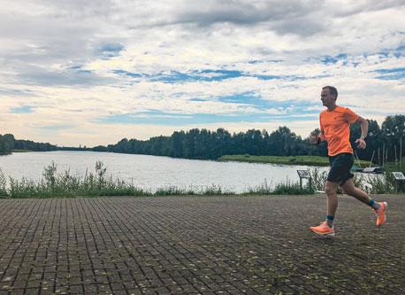Kevin läuft am Elfrather See